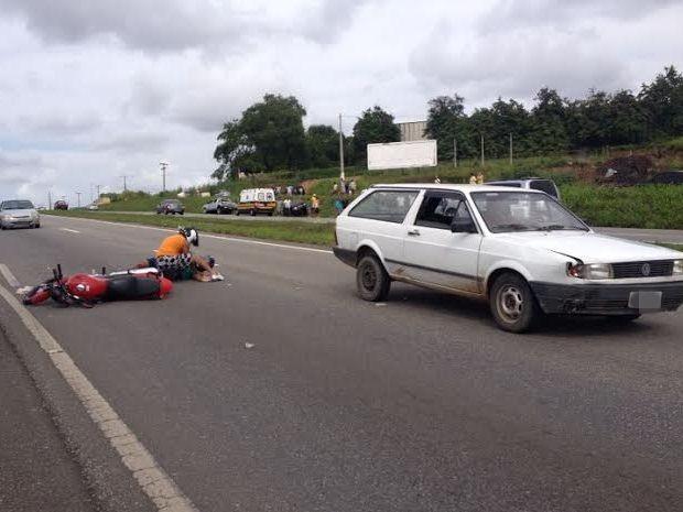 Colisão traseira aconteceu no Km 41 da BR-230, próximo a Santa Rita (Foto: Renata Vasconcellos/Globoesporte.com)