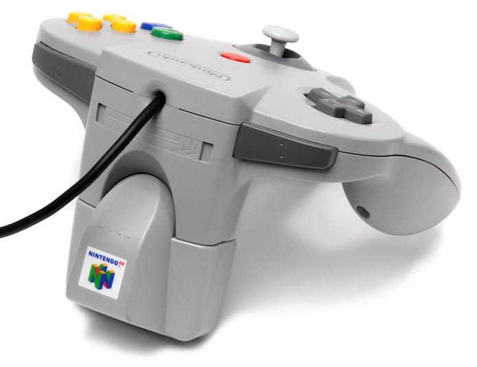 Star Fox 64 vinha com o Rumble Pak para fazer os controles tremerem (Foto: Reprodução/Wikipedia)