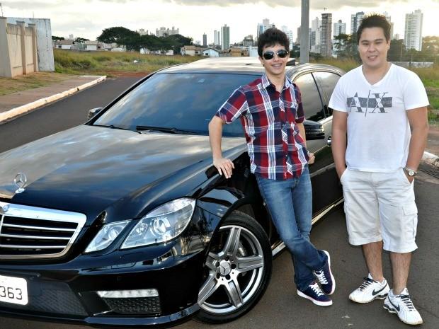 Maia e Suguimoto são dois apaixonados por carros (Foto: Erick Marques/G1 MS)