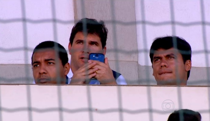 Olheiros ligados em jogos das divisões de base (Foto: Reprodução TV Globo)