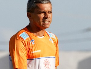 Marcos Nascimento, técnico do Esporte de Patos (Foto: Leonardo Silva / Jornal da Paraíba)