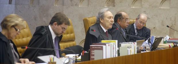 Os ministros Rosa Weber, Dias Tofolli, Ricardo Lewandowski, Gilmar Mendes e Celso de Mello, durante análise da ação 470 no STF (Foto: Gervásio Baptista/SCO/STF)