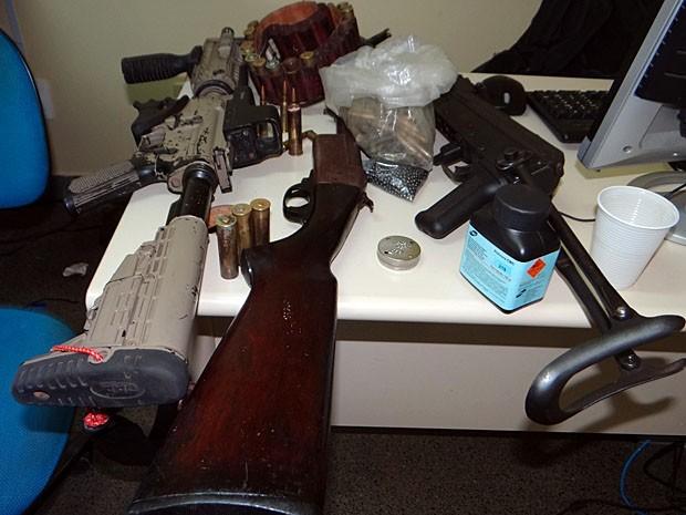Presos são suspeitos por série de assaltos a bancos no estado (Foto: Aldo Matos / Acorda Cidade)