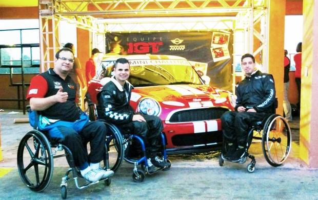 Os pilotos cadeirantes do Mini Challenge, Paulo Polido, Thiago Cenjor e Tales Lombardi (Foto: Divulgação)