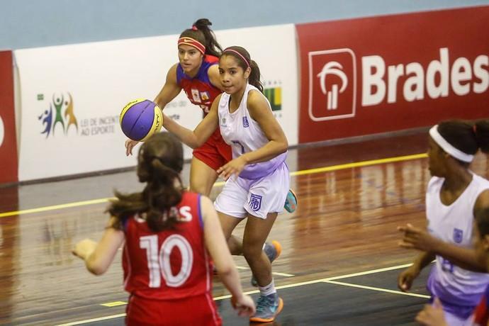Em Minas Gerais, jovem foi eleita a melhor ala do Campeonato Brasileiro sub-17 (Foto: Divulgação)