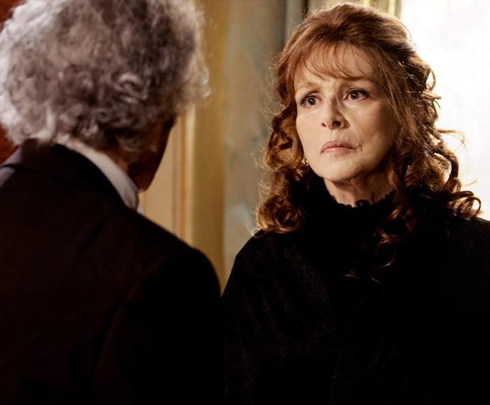Vitória impede que Alberto conte a Allegra a verdade sobre Bernardo (Foto: TV Globo)