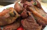 Receita de Costelinha Frita servida com Molho Barbecue é irresistível