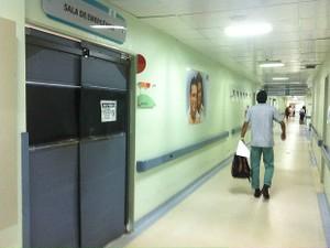 Médico chegou a ser atendido em sala de emergência do Hospital e Pronto-Socorro 28 de Agosto, em Manaus (Foto: Adneison Severiano/G1 AM)