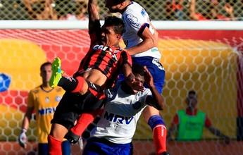 """Jogadores do Vitória celebram triunfo, mas lembram: """"Tem 90 minutos ainda"""""""