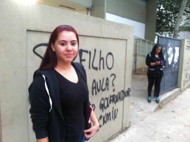Aluna comenta sobre reposição de aulas  (Foto: Letícia Macedo/G1)
