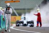 """Hamilton desabafa e sugere: """"Está passando da má sorte. É algo a mais"""""""