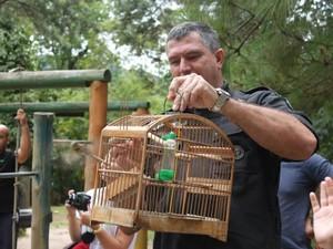 TAmbém já foi realizada a soltura de pássaros (Foto: Alex Sandro Santos)