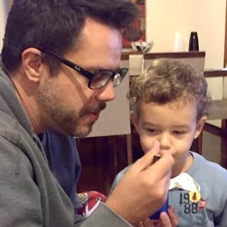 Vinicius Valverde com o filho João (Foto: Arquivo pessoal/ Divulgação)
