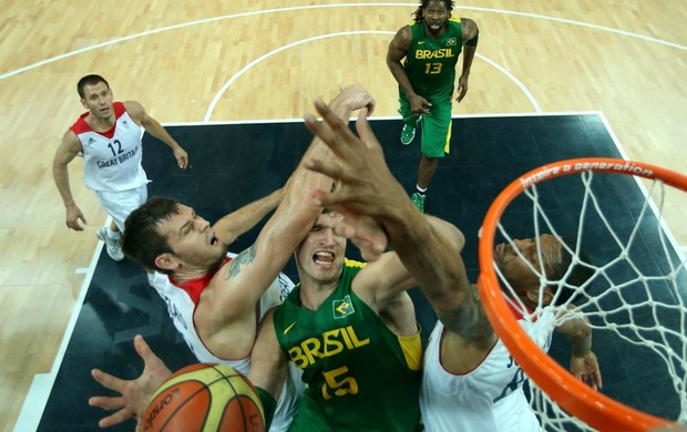Basquete Brasil x Grã-Bretanha Tiago Splitter (Foto: Getty Images)