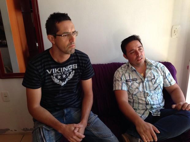 Baterista Eliel de Lima (esquerda) e guitarrista Rodrigo Lemos Martins (direita) estavam no palco quando iniciou o incêndio (Foto: Giovani Grizotti/ RBS TV)