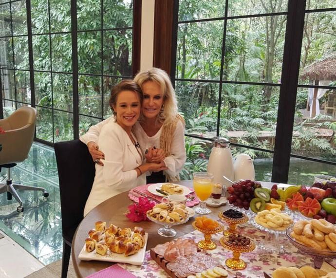 Mariana e Ana nos bastidores do 'Mais Você' (Foto: Ivo Madoglio/TV Globo)