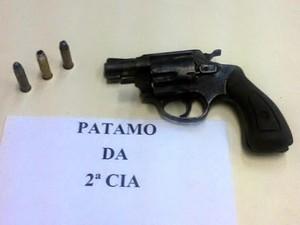 Material apreendido com suspeito em Itatiaia (Foto: Divulgação/Polícia Militar)