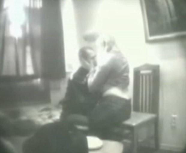 Mafioso russo foi flagrado fazendo sexo com ativista dos direitos humanos em cadeia (Foto: Reprodução/YouTube)