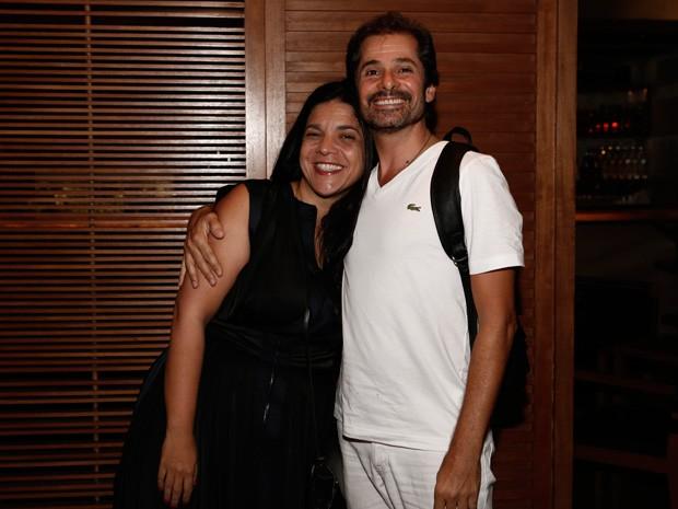 A autora Izabel de Oliveira posou ao lado do ator Sérgio Maciel (Foto: Inácio Moraes/Gshow)