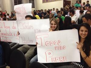 Moradores lotaram sessão desta segunda-feira em Mauá da Serra (Foto: Wilson Kirche/RPC)
