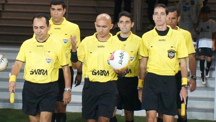 RN - Luiz Carlos Câmara Bezerra - Lenilson de Lima - Vinicius de Melo - Zandick Gondim - árbitros (Foto: Augusto Gomes/GloboEsporte.com)