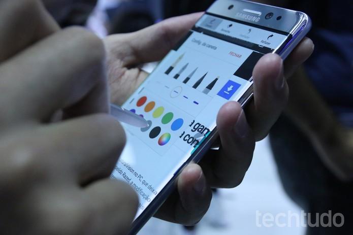 Galaxy Note 7 tem tela de 5,7 polegadas QHD com suporte a S Pen (Foto: Reprodução/Elson de Souza)