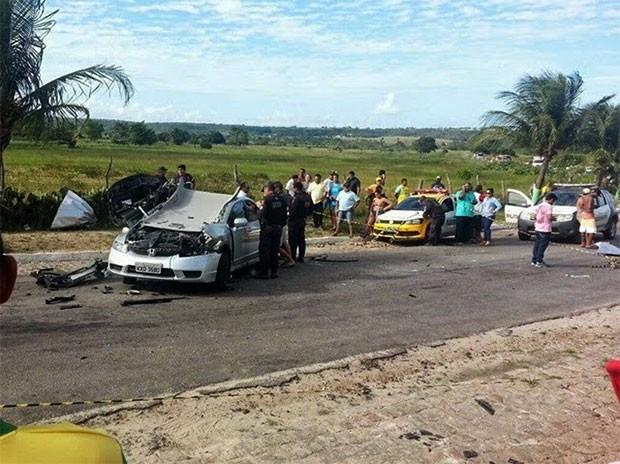 Acidente mais grave matou um casal na BR-304; peça de um caminhão teria se soltado, atingido a moto onde estavam as vítimas (Foto: Divulgação/PRF)