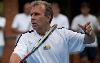 Ex-número cinco do mundo ministra clínica de tênis e palestras em Natal