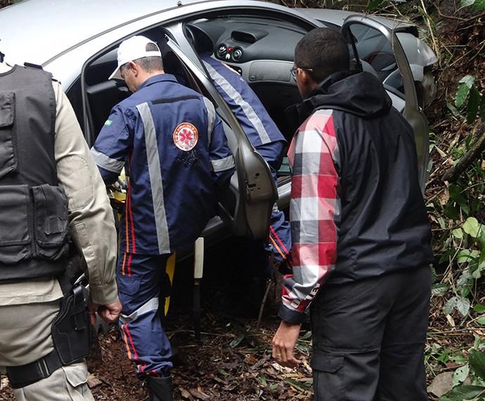 Vinícius perdeu o controle do carro. Tudo foi uma armação de Murilo (Foto: Juliana Lessa/Gshow)