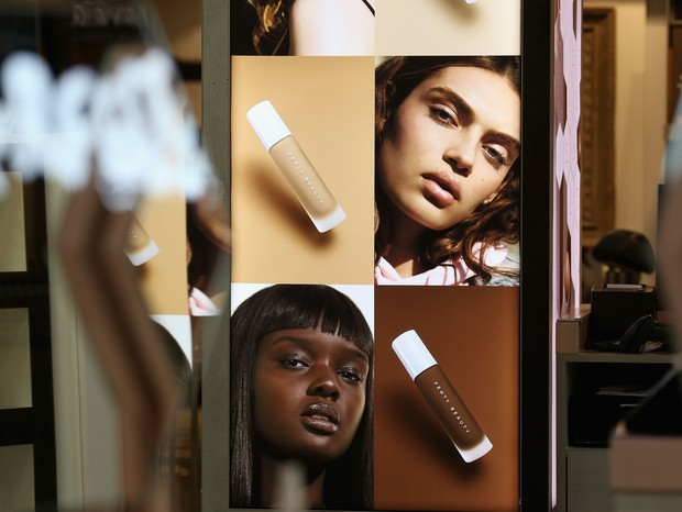Fenty Beauty oferece 40 tons de base (Foto: Getty Images)