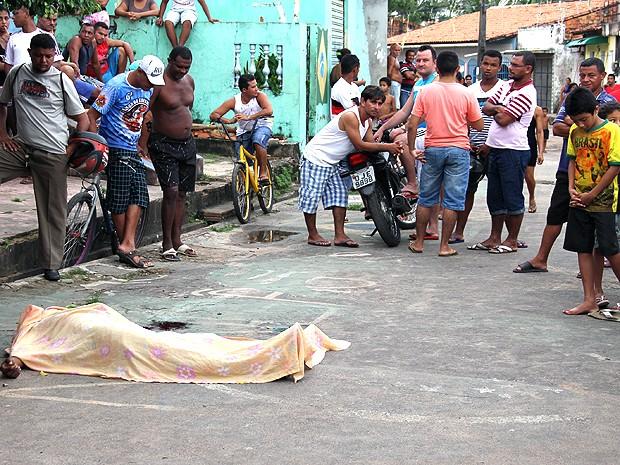 Homens negros e jovens são vítimas da violência urbana em São Luís (MA) (Foto: Douglas Jr. / O Estado)