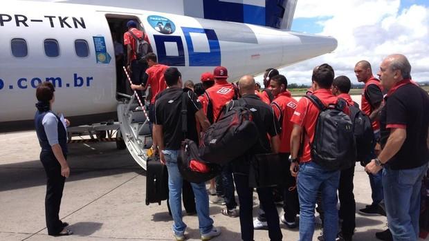 Atlético-PR embarca para Criciúma (Foto: Divulgação/Site oficial do Atlético-PR)