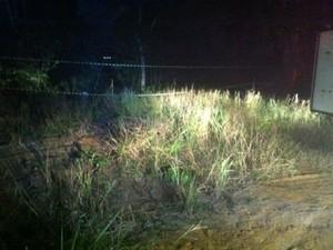 Matagal onde vítima de homicídio foi encontrada em Manaus (Foto: Ana Graziela Maia/G1 AM)