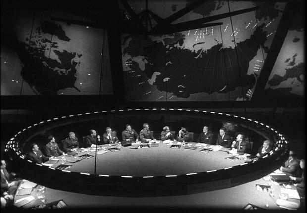 """A sala de guerra (""""war room"""") do filme """"Dr. Fantástico"""", de Stanley Kubrick (Foto: Sony Columbia Pictures / Divulgação)"""
