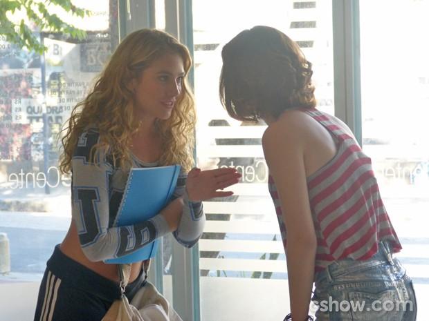 Meg dá a sua opinião (Foto: Malhação / TV Globo)