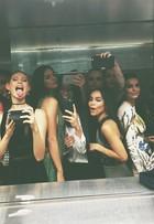 Selfies tiradas em banheiro no baile de gala do MET reúnem beldades