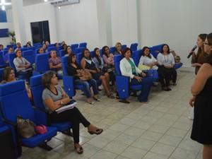 Mais de 40 profissionais participam do curso (Foto: Samira Lima/G1)