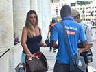 Nicole Bahls quase é multada por jogar lixo no chão em aeroporto