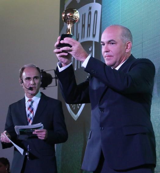 duas frentes (Eduardo Moura/GloboEsporte.com)