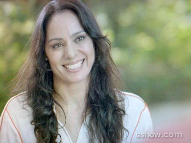 Ana fica feliz ao rever o amigo (Foto: Em Família/ TV Globo)