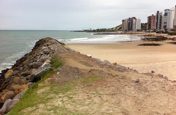 Corpo nu foi encontrado em praia urbana de Natal (Foto: Matheus Magalhães/G1)