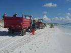 Ruas, bueiros e praias de Cabo Frio recebem serviço de limpeza, no RJ