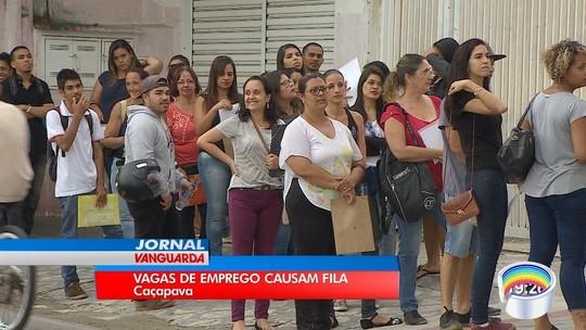 Centenas de candidatos formam fila por 40 vagas