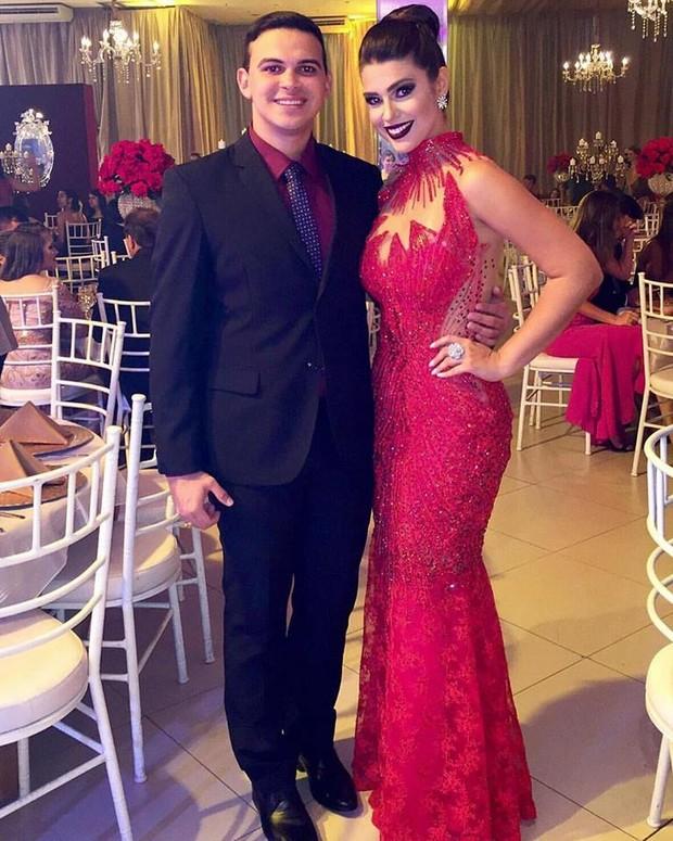 Vivian Amorim e o amigo Diego Loureiro (Foto: Reprodução/Facebook)