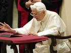Papa Bento XVI publica seu primeiro tuíte