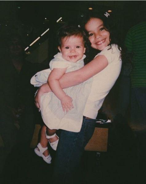 Bruna Marquezine com a irmã, Luana (Foto: Reprodução/Instagram)