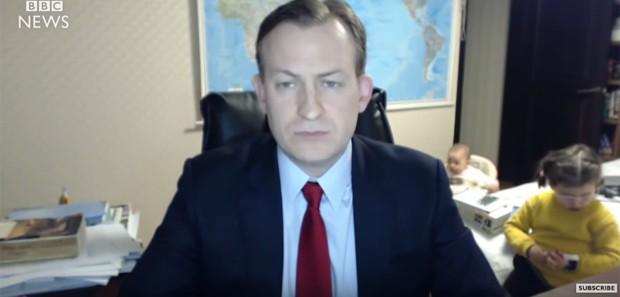 Vídeo de crianças invadindo entrevista viralizou (Foto: Reprodução)
