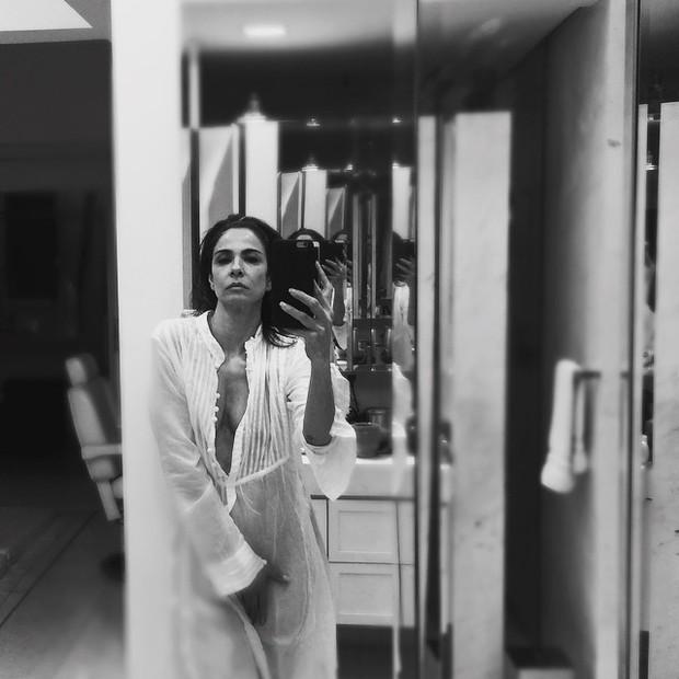 Luciana Gimenez posa de camisola transparente e sem lingerie (Foto: Instagram/ Reprodução)