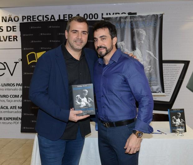 Rodrigo Alvarez e Padre Fávio de Melo (Foto: Francisco Cepeda/AgNews)