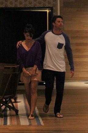 Juliana Paes e o marido, Carlos Eduardo Baptista, em shopping na Zona Oeste do Rio (Foto: Fábio Moreno/ Ag. News)